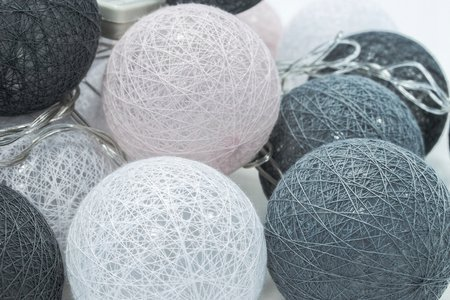LED Kugeln Lichterkette Lampions Baumwolle Cottonballs 30 Stück hell rosa grau weiß Milagro EKD9326